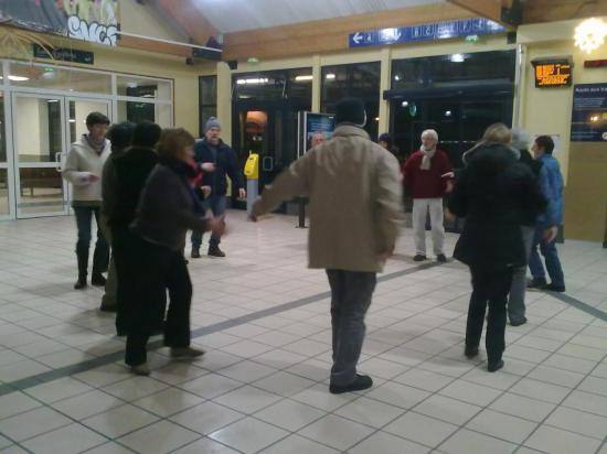 ATELIER DANSES GARE SNCF FAYET 6 15.12.2010 (4)