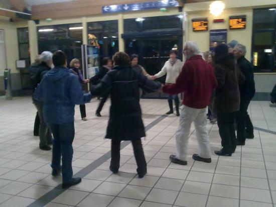 ATELIER DANSES GARE SNCF FAYET 6 15.12.2010 (6)